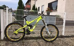 Commencal Supreme V3 Downhill / Freeride