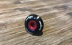 """Hope Headcap 1 1/8"""" schwarz mit rot eloxierter Schraube"""