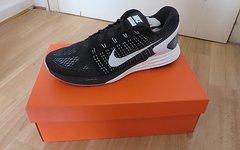 Nike Lunarglide 7 schwarz/weiß Gr. 44 NEU