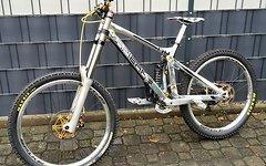 Spank Spike 35 150x12 / 110x20 DH-Laufradsatz (silber)