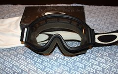 Oakley OTG - Schwarz/Weiß mit 2 Gläsern