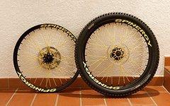 """Spinergy Fall Line DH 26"""" Laufradsatz schwarz-gelb"""