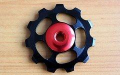 Sars 1 Paar (= 2 Stück) Aluminium Schalträdchen / Schaltwerksröllchen / Pulleys / Jockey Wheels (Schwarz-Rot) für SRAM und SHIMANO -Schaltwerke (NEU)