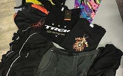 Shimano Großes Klamotten Paket mit Shimano , Vaude , Trek , MSX , Ultima , Riff & Raff 35 Euro