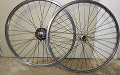 Shimano Laufradsatz Campagnolo Felge mit Prym Wellenspeiche und XT Nabe