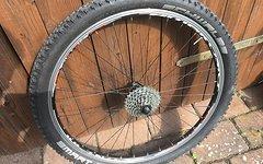 Shimano Hinterrad Deore Nabe/Ambrosio Felge incl. Kassette, Reifen, Schnellspanner und Schlauch