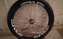 Enve AM vorderes Laufrad (mit Chris King Nabe) + Reifen