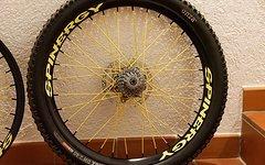 """Spinergy Fall Line DH 26"""" Hinterrad schwarz-gelb + Ersatzteile"""
