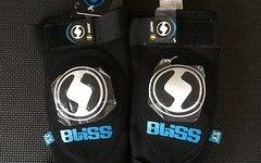 Bliss ARG Vertical Knee Pad Knieschoner Größe S (fällt gross aus!!!)