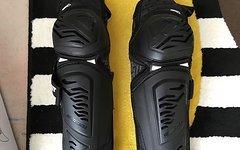 Leatt Enduro Guard Ext schwarz in Größe S/M, unbenutzt