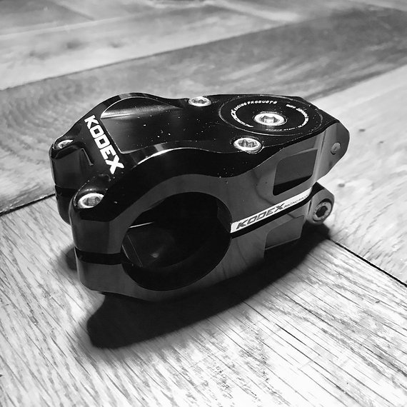 "Kodex Racing Strata Stem 31,8mm | 40mm | 1 1/8"" | 0° | schwarz |"