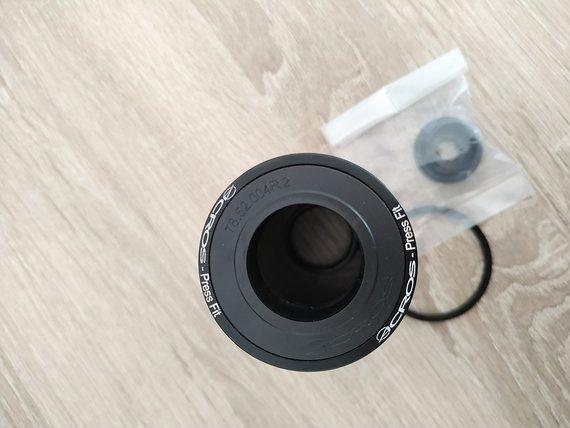 Acros Press Fit 24mm BB92