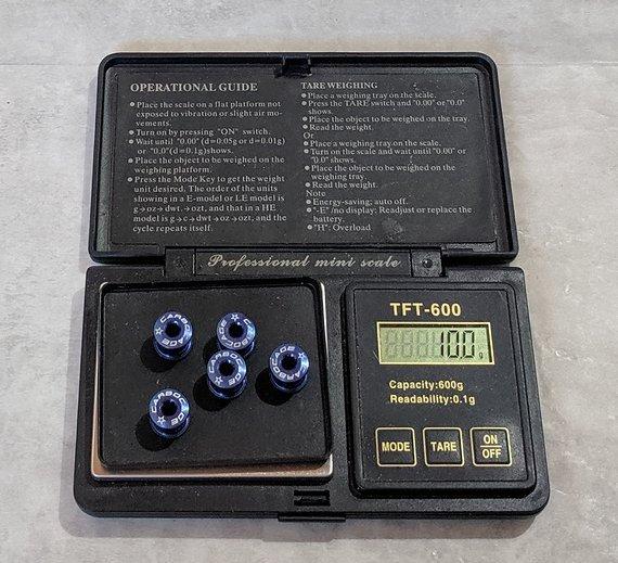 Carbocage Kettenblattschrauben blau 8mm