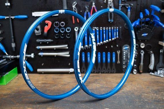 Spank Spike blau 32 Loch 650b - Felgensatz