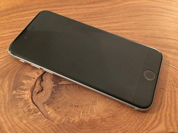 Apple iPhone 6 16GB schwarz inkl. Hüllen