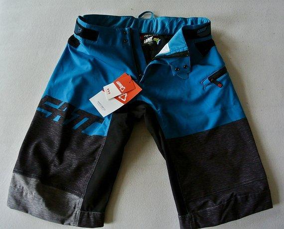 Leatt DBX 3.0 Shorts, Grösse S, NEU