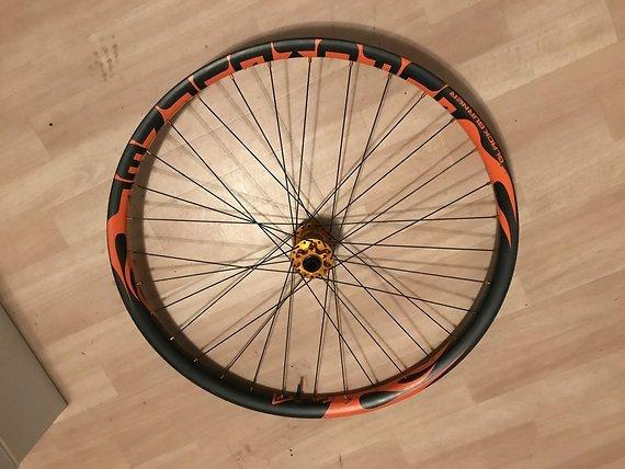 Tune Preisupdate! - Black Burner 27,5  Carbon Laufradsatz King  / Kong Naben