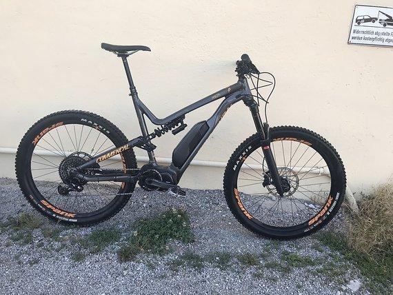 Commencal Meta Power 27.5 E-Bike mit Shimano Steps E8000 Motor