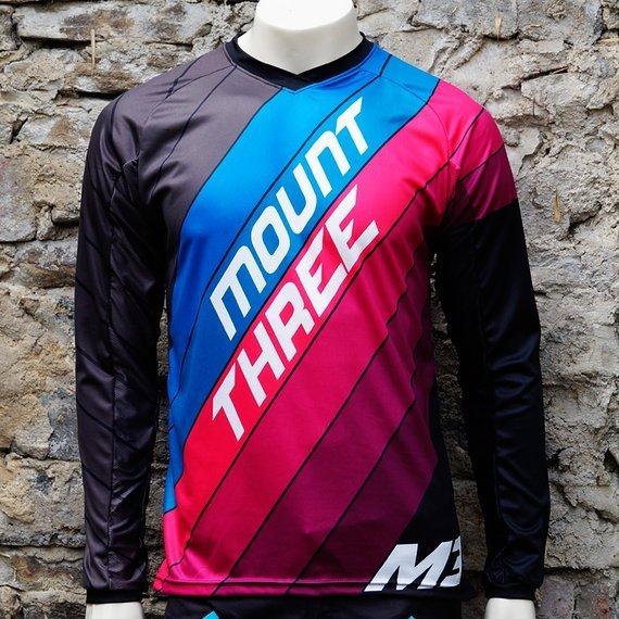 Mount Three Indie Rider Blue-Pink // 1x Größe L // Race Cut