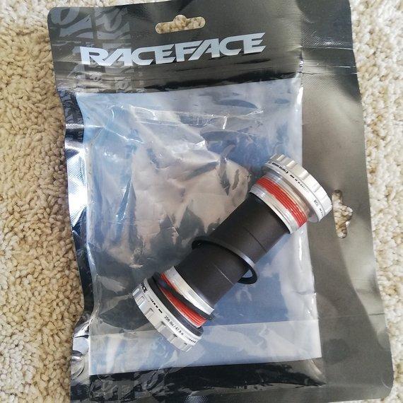 Race Face X Type Team Innenlager 83Mm 25mm  Welle NEU