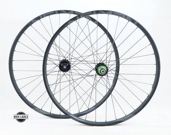 """Newmen Evolution Laufradsatz 27,5""""- 29"""" EG/E.G 30 mit Hope Pro 4 Evo Naben E-Bike / Hybrid / Gravity / Sapim Strong / Bike-Lädle Laufradbau"""