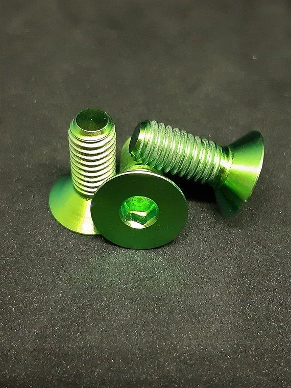 Ti-Suspension TITAN Kettenführungs Schrauben grün M6x15 NEU