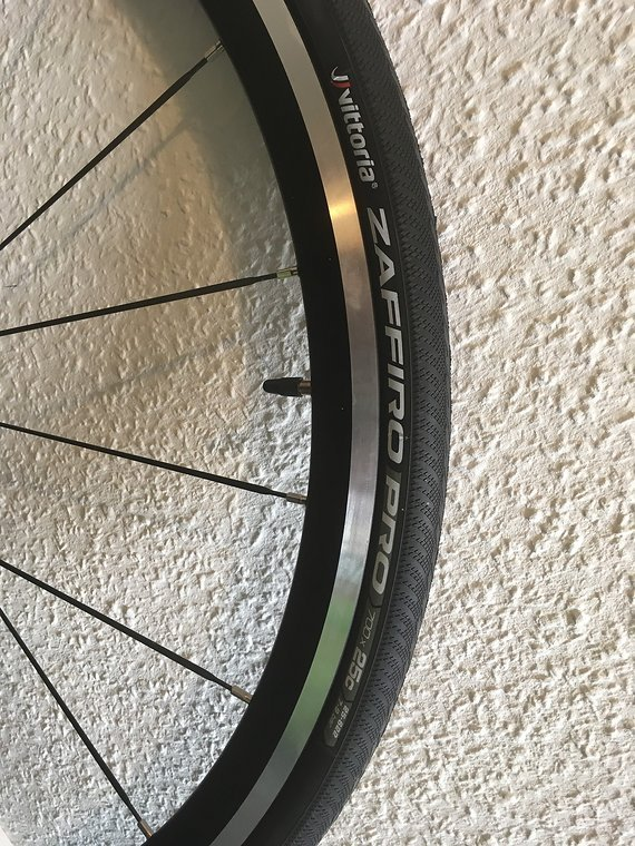 Miche Action 30 Laufradsatz neuwertig mit Kassette Reifen