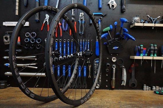 Pacenti / Dt Swiss Laufradsatz Pacenti Forza Carbon / DT Swiss 350 DBCL 24 Loch