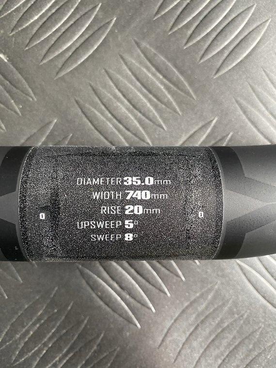 Pivot Lenker 740mm, 35mm, mit Padloc Grips