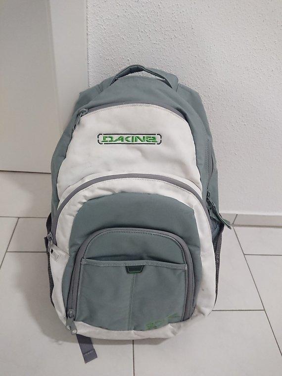 Dakine Laptop Rucksack weiß/grau Uni / Büro