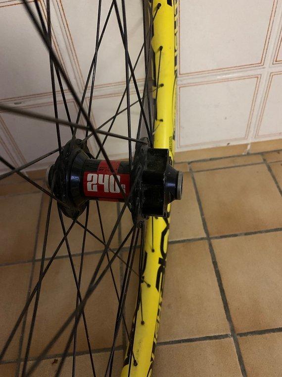 DT Swiss Vorderrad mit 240s Nabe und Carbon Felge 27.5 650B Vorderrad