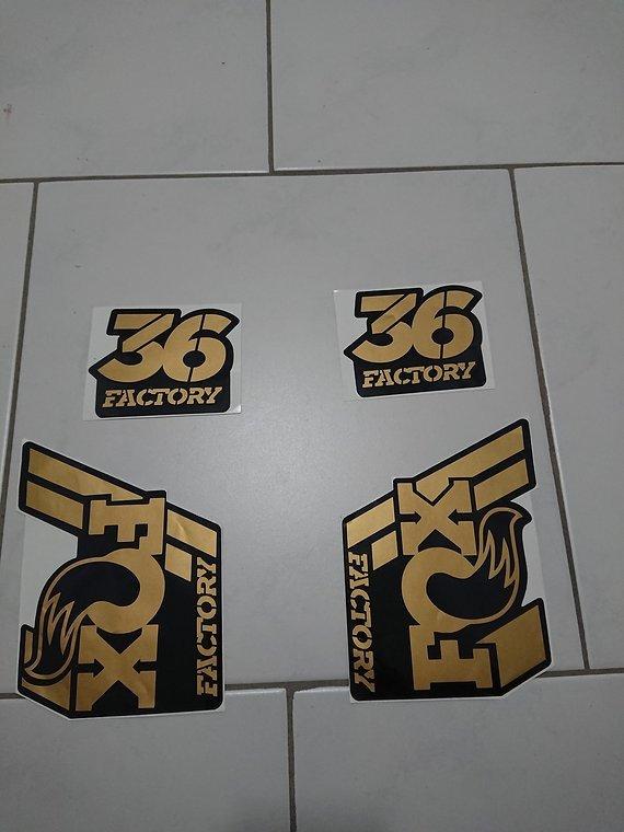 Fox Factory 36 Decals Gold Schwarz