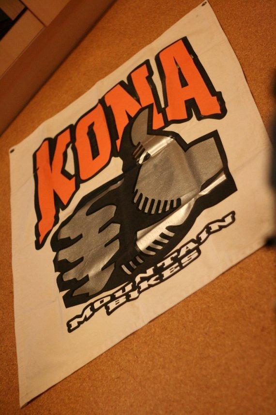 Kona Banner, über 1m Kantenlänge