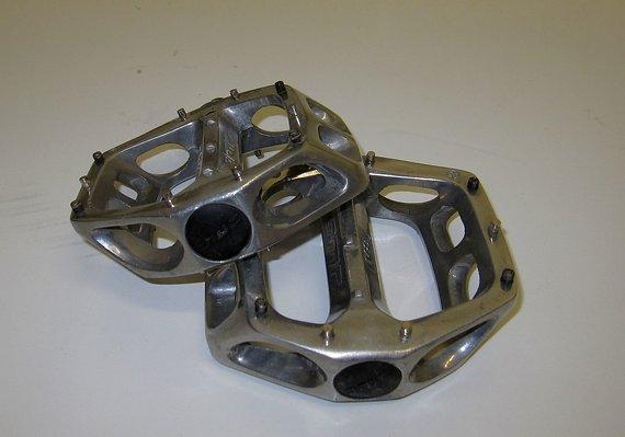 DMR V8 Plattformpedale, silbern