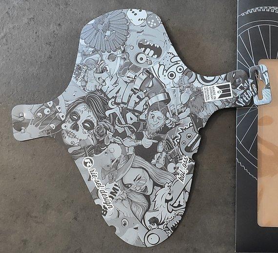 Riesel Design Mudguard kol:oss stickerbomb black