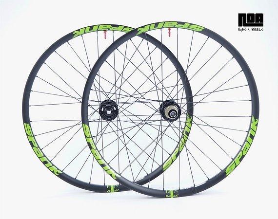 Spank Spike 33 TEAM / Race EVO Laufradsatz mit Noa 120 Klicks Naben / Tubeless Ready inkl Noa Ventile / Bike-Lädle Laufradbau / Noahubs