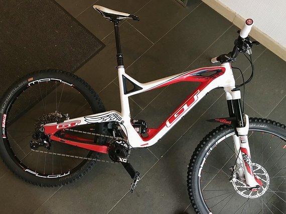 GT Force Carbon Expert Enduro-Bike mit div. Neuteilen (Größe L)