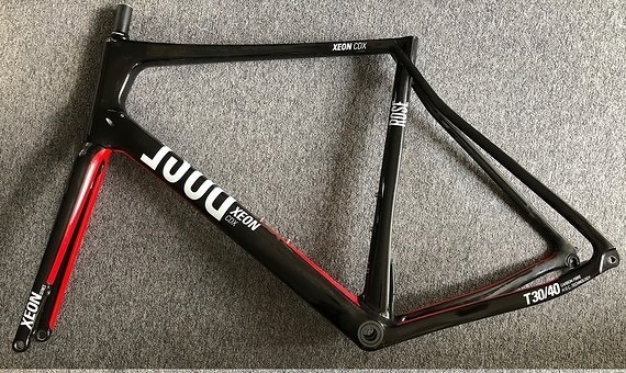 Rose Bikes Xeon CDX Rennrad Carbon Rahmen schwarz/rot