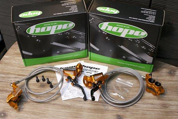 Hope Tech3 V4 Bremsanlage V/H ORANGE *NEU*