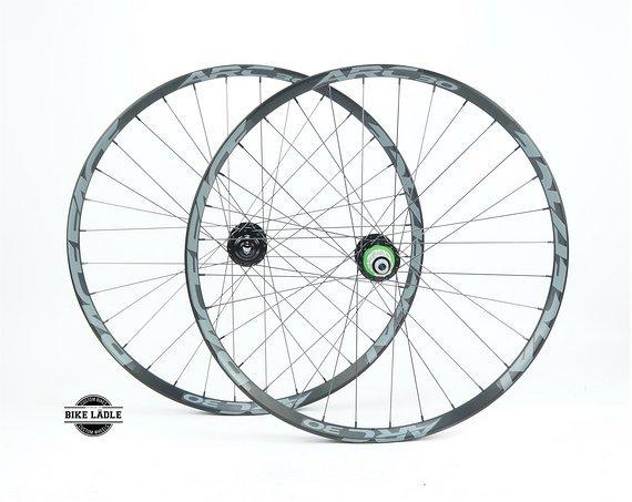 Race Face ARC 30 Laufradsatz mit Hope Pro 4 EVO Naben / Bike-Lädle Laufradbau