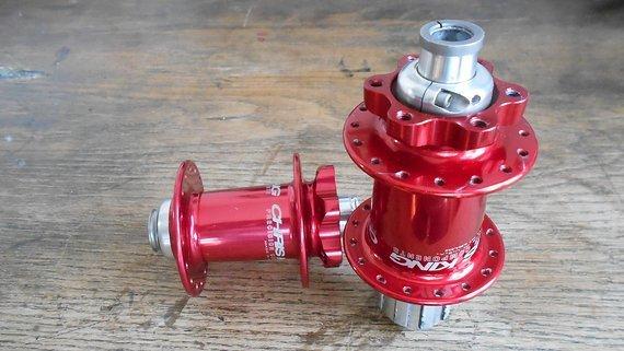 Chris King ISO Disc Nabensatz rot, 100x15 und 142x12, 32 Loch