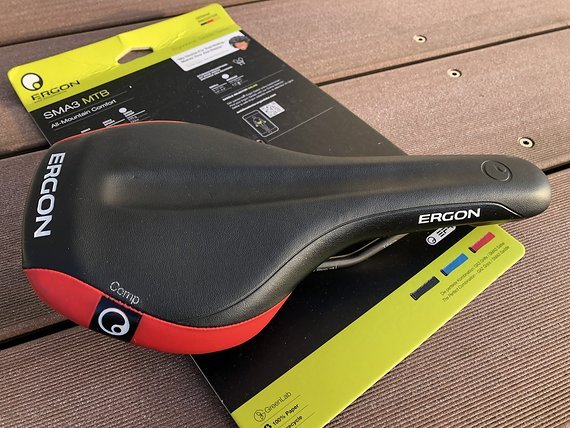 Ergon SMA3 Comp MTB schwarz-rot in Medium