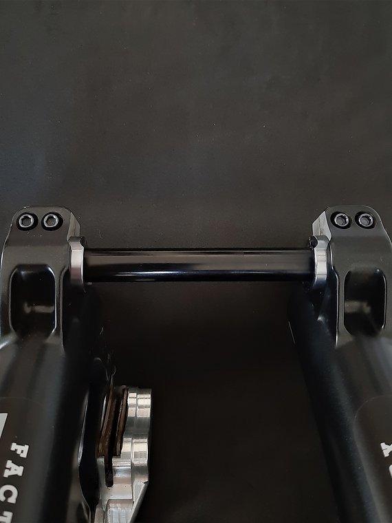 Ti-Suspension FOX - Pinch Bolts TITAN schwarz M5x18 Achsschrauben NEU