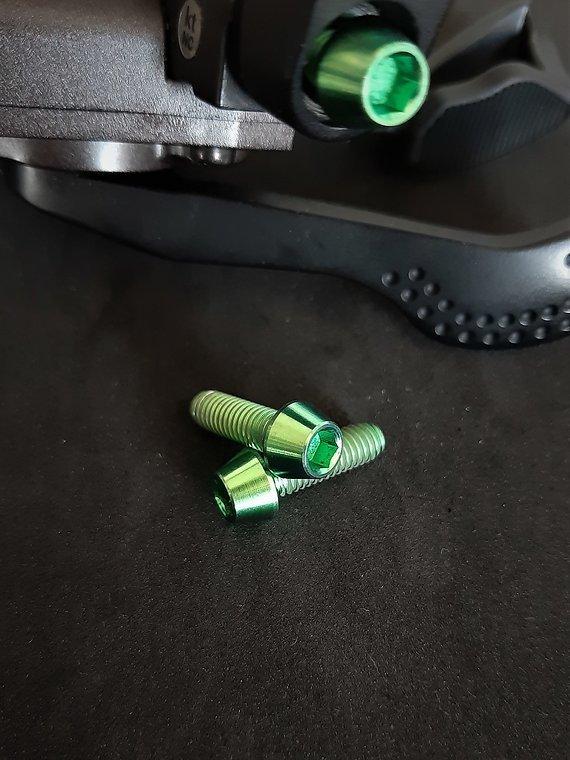 Ti-Suspension TITAN Schrauben Trigger M5x15 grün NEU