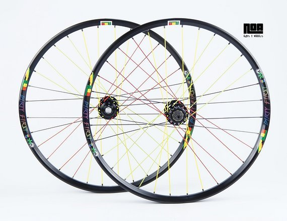 "Noa DIRTY FIRST RASTAFARI Limited Edition 26"" Singlespeed Laufradsatz mit Noa 120 Klicks Naben / Bike-Lädle / Laufradbau / Noahubs"