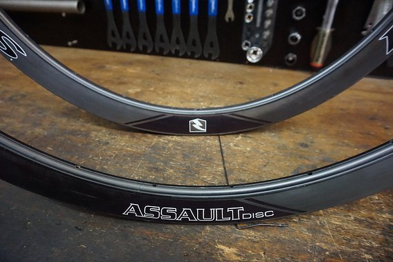Reynolds Attack SLG 29mm TL Disc 24/24L Carbon-Clincher-Felgensatz