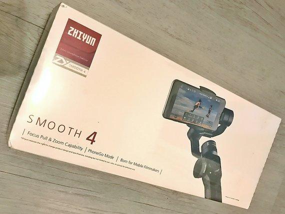 Zhiyun Smooth 4 Smartphone 3-Achsen Gimbal Schwarz NEU !!!