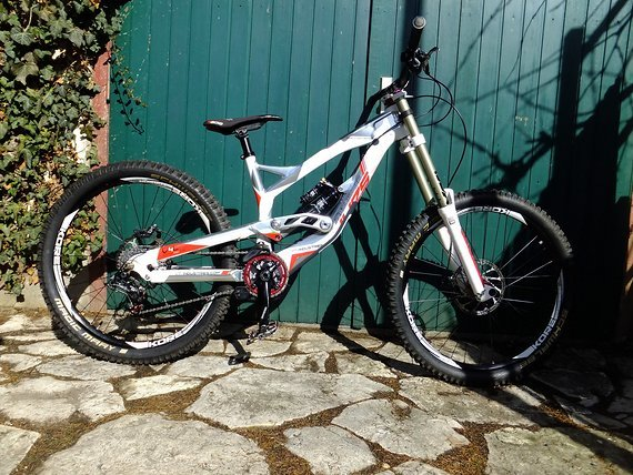 YT Industries Tues 2.0 World Cup LTD Custom