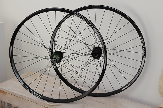 "Hope Tech Enduro PRO4 29"" 15x110mm 12x157/150mm"