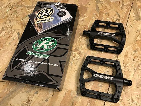 Reverse Components Black One Plattformpedale / Pedale schwarz *NEU*